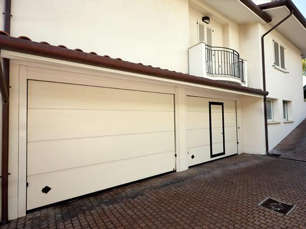 Basculanti per garage vendita e montaggio porte garage for Garage domestico personalizzato